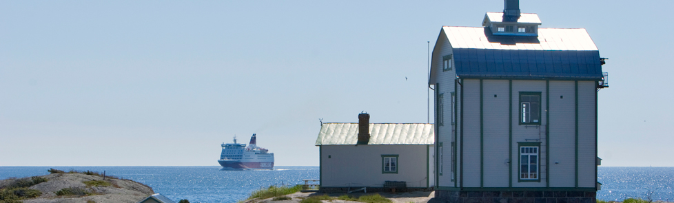 Aland_KlintaKobbar_and_ship_07999_978x295
